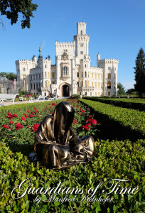 hluboka-castle--czech-republic-guardians-of-time-manfred-kili-kielnhofer-contemporary-fine-art-sculpture-statue-arts-design-modern-photography-6554y