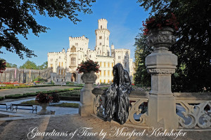 hluboka-castle--czech-republic-guardians-of-time-manfred-kili-kielnhofer-contemporary-fine-art-sculpture-statue-arts-design-modern-photography-artfund-artshow-pro-6749y